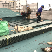 屋根板金工事中です